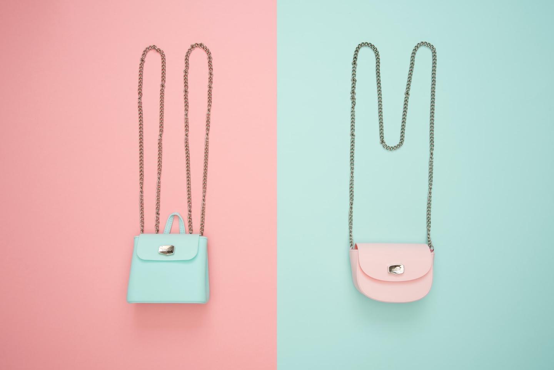 kabelky v kontrastu